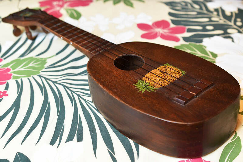 "Kamaka SOP Pine ""Blue Crest Decal"" expensive ukulele"